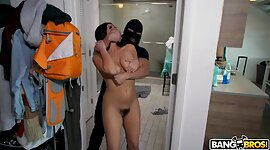 Robber in veil lays super sexy maid..