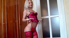 Oversexed young seductress puts across..